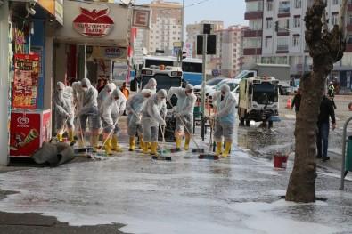 Niğde'de Cadde Ve Kaldırımlar  Dezenfekte Ediliyor