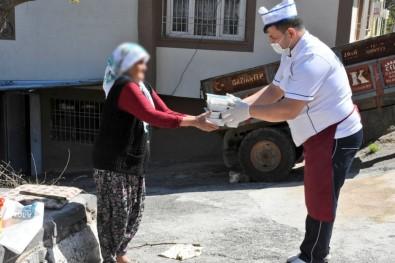 Şahinbey'de 65 Yaş Üstü İhtiyaç Sahiplerine Yemek Desteği