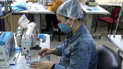 Tekirdağ'da Lise Öğrencileri Sağlıkçılar İçin Maske Üretiyor