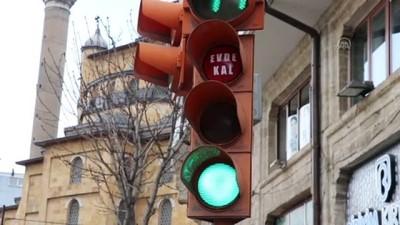 Trafik Işıklarıyla 'Evde Kal' Çağrısı