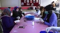 HALK EĞITIMI MERKEZI - Muş'ta Kadınlar Sağlık Çalışanları İçin Maske Üretiyor