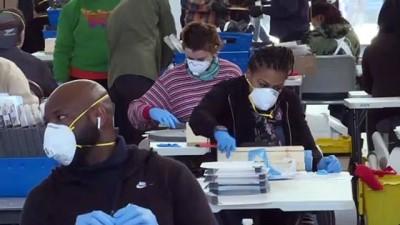 NYC Belediye Başkanı Blasio, Kovid-19 İçin Yüz Maskesi Üreten Fabrikayı Gezdi Açıklaması