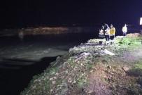 KAÇıŞ - Polisten Kaçan Şüpheliler Su Kanalına Kanalına Uçtu.