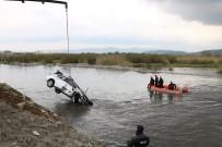KAÇıŞ - Polisten Kaçarken Suya Düşen Otomobilde Şüphelinin Cesedine Ulaşıldı