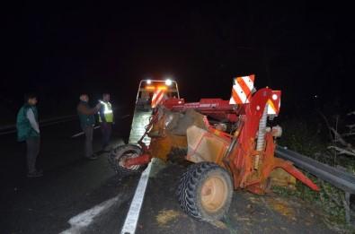 Söke'de Tır Traktöre Çarptı; 1 Yaralı