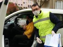 ÇEKİLİŞ - Darıca'da Vatandaşlara Evde Sıkılmamaları İçin Zeka Oyunu Dağıtıldı