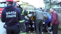 KıRıM - Düzce'de Kamyonla Çarpışan Otomobilde Sıkışan İki Kişi Yaralandı