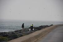 MUHABIR - (Özel) Yasağa Uymayan Vatandaşlar Balık Tutmaya Devam Ediyor
