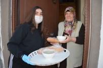 LİSE ÖĞRENCİSİ - Yaşlılara Çorba Yapıp, Kapı Kapı Dağıttı.