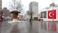 BURSA VALİLİĞİ - Bursa'da Meydanlar Güvercinlere Kaldı