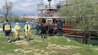 YÜRÜYÜŞ YOLU - İnsanların Gözü Önünde Kıyafetleri İle Yürüyerek Girdiği Irmakta Boğuldu