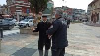 İBRAHİM KURT - Dede Sokağa Çıktı Polis İle Tartıştı. '82 Yaşındayım Böyle Bir Şey Görmedim'
