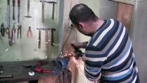 MATEMATIK - Geleneksel Türk Kılıçlarını Asırlık Teknikle Yeniden Üretiyor