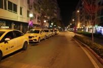 TAKSİ ŞOFÖRÜ - İzmir'de Taksicilerin Trafiğe Çıkışı Sınırlandırıldı