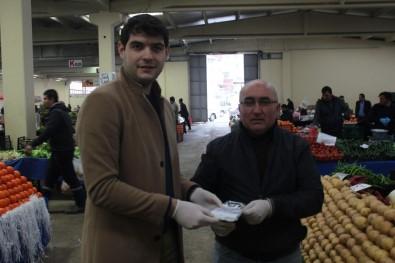 AK Gençler Pazarda Vatandaşlara Dezenfektan, Maske Ve Eldiven Dağıttı