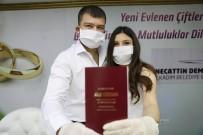 BİR AYRILIK - Korona Virüsüne Karşı Tıbbı Maske Ve Eldivenli Nikah