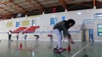 İÇ SAVAŞ - Salon Hokeyi Suriyeli Lora'nın Mutluluk Kaynağı Oldu