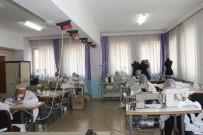 HALK EĞITIMI MERKEZI - Şanlıurfa'da Usta Öğreticiler Korona Virüse Karşı Maske Üretiyor