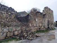 SAYıLAR - Silvan'da Sağanak Yağış Toprak Evleri Vurdu