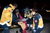 AKSARAY BELEDİYESİ - Yorganla Parktaki Bankta Yatan Yaşlı Adama Aksaray Belediyesi Sahip Çıktı