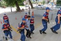 MAHKEME HEYETİ - Ailesini katleden caniye ceza yağdı!