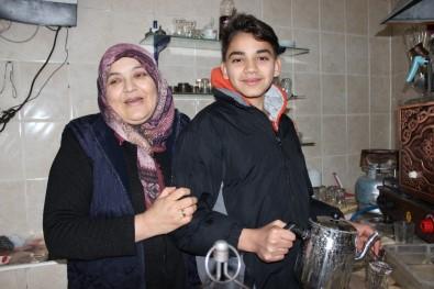 20 Yıllık Ev Hanımı, Çocukları İçin İş Hayatına Atıldı