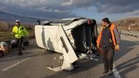 Cenazeye Giden Minibüs Takla Attı, 2 Yaralı