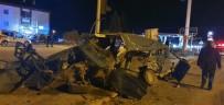 Hafif Ticari Araçla Otomobil Kafa Kafaya Çarpıştı Açıklaması 1 Ölü 1 Ağır Yaralı