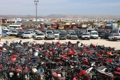 Şanlıurfa'da Binlerce Araç Çürümeye Terk Edildi