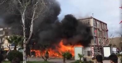 Kafede Yangın Çıktı Açıklaması Yandaki Bina Ve Apartmanda Sıçradı