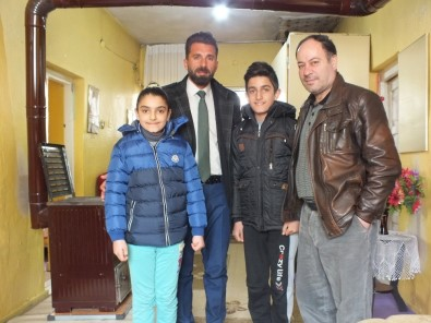 Uluslararası Mazlumların Derneği'den Çocuklara Mont Ve Ayakkabı Yardımı