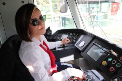 Her Gün On Binlerce Kişinin Bindiği Tramvaylar Kadınlara Emanet