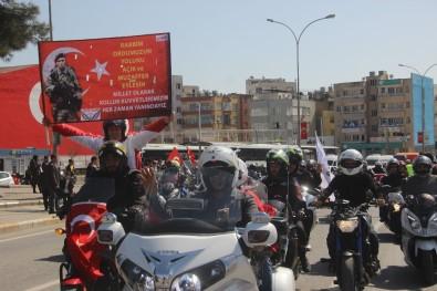 Motosiklet Tutkunları Şehitler İçin Konvoy Oluşturdu