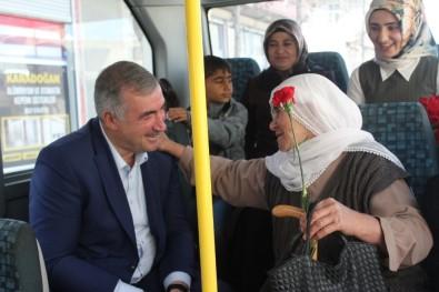 Turanlı'dan Kadınlara Karanfil