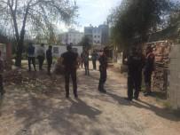 YEŞILDERE - Antalya'da İki Aile Arasında Silahlı Kavga Açıklaması 3 Yaralı