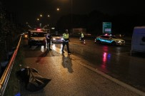 Otoyolda İşçi Servisi İle Otomobil Çarpıştı Açıklaması 1 Ölü, 6 Yaralı