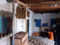 HASAR TESPİT - Şiddetli Yağışta Evin Duvarı Çöktü