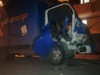 Kargo Aracı Kaza Yaptı Açıklaması 2 Yaralı