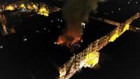Depremde Hasar Alan Binanın Çatısı Yandı