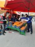MİMAR SİNAN - Dilovası'nda Pazarcı Esnafına Maske Ve Eldiven Dağıtıldı