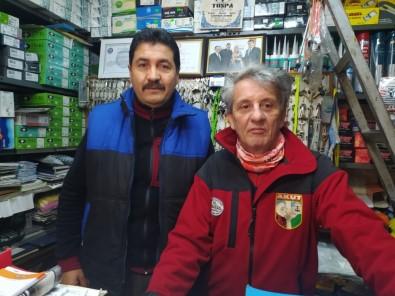 (ÖZEL) Bursalı Muhtardan Evlere Emekli Maaşı Ve İkramiye Servisi