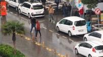 SU BASKINI - Şanlıurfa'da Sağanak Yağmur Ve Dolu Etkili Oldu