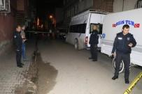 Sokak Ortasında Pompalı Tüfekle Saldırı Açıklaması 1'İ Ağır 2 Yaralı