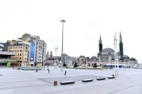 TAKSIM MEYDANı - Taksim Meydanı Ve İstiklal Caddesi Bomboş Kaldı