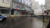 YEŞILKENT - Yabancı Uyruklu Adam Sokak Ortasında Öldü, Vatandaşlar Sosyal Mesafeyi Hiçe Saydı