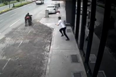 Motosikleti çalan hırsıza meydan dayağı!