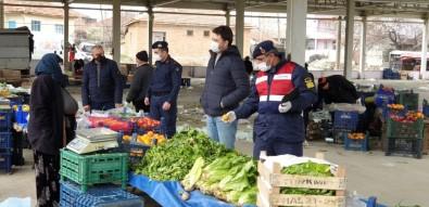 Jandarma Pazar Esnafı Ve Vatandaşlara Sosyal Mesafenin Önemini Anlattı