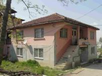 17 AĞUSTOS 1999 - Kartepe'de 21 Yıllık Orta Hasarlı Bina Yıkıldı