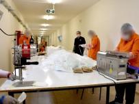 HÜKÜMLÜLER - Kayseri Kapalı Cezaevinde Günde 17 Bin Adet Maske Üretiliyor
