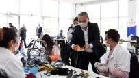 AKDENIZ ÜNIVERSITESI - Muratpaşa 13 Bin 850 Adet Siperlikli Maske Dağıttı